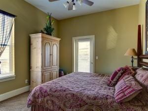 King Size Comfort 2nd Floor w Balcony Bedroom #5